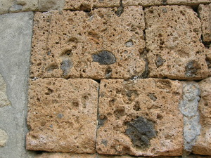 Использование камня травертин