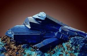 Кристаллы азурита - интересное фото