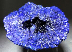 Кристалл азурита после начала обработки