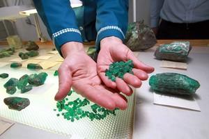 Производство гидротермального изумруда