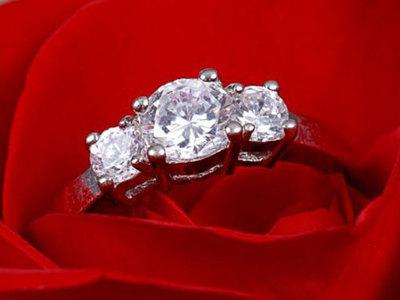 Сонник парень дарит бриллиантовое кольцо