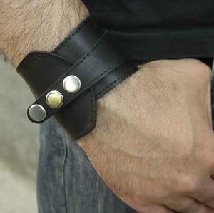 Как носить браслет мужчинам