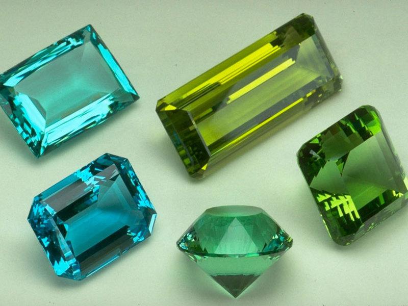 синего цвета бирилл прозрачный камень купить Иркутск