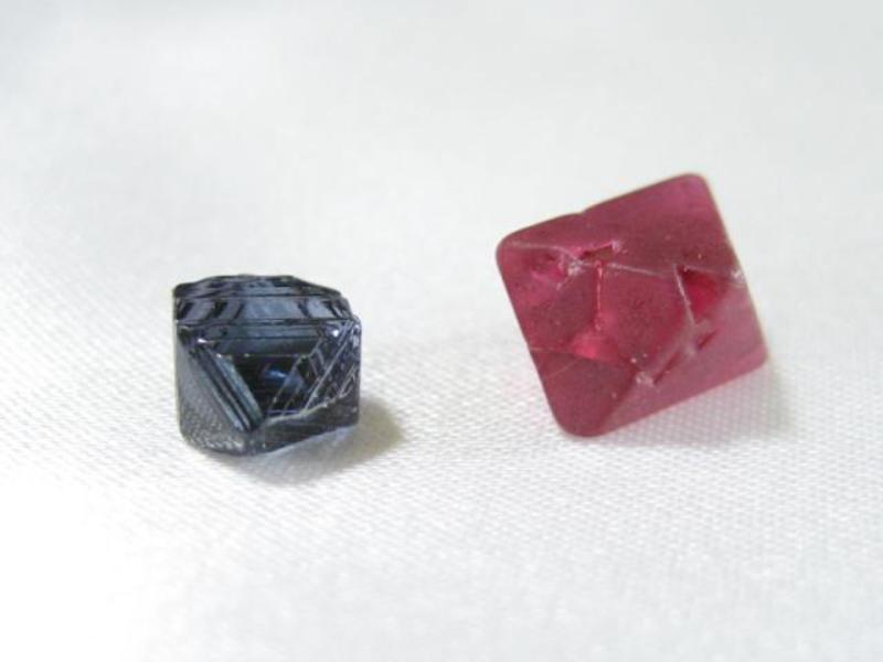 Шпинель камень фото