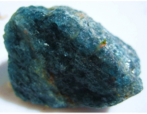 камень апатит фото