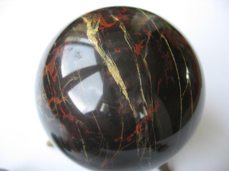 Камень кровавик фото свойства и значение