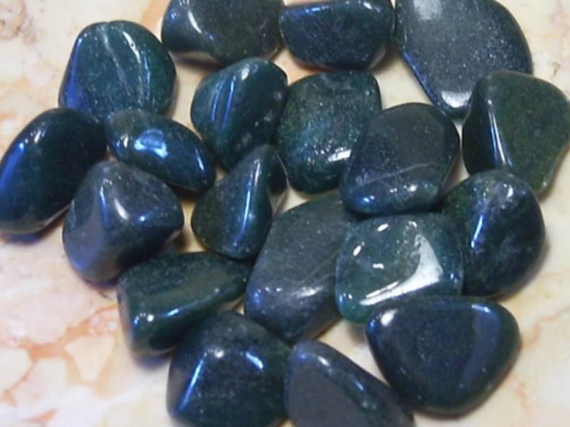 Как выглядит камень авантюрин